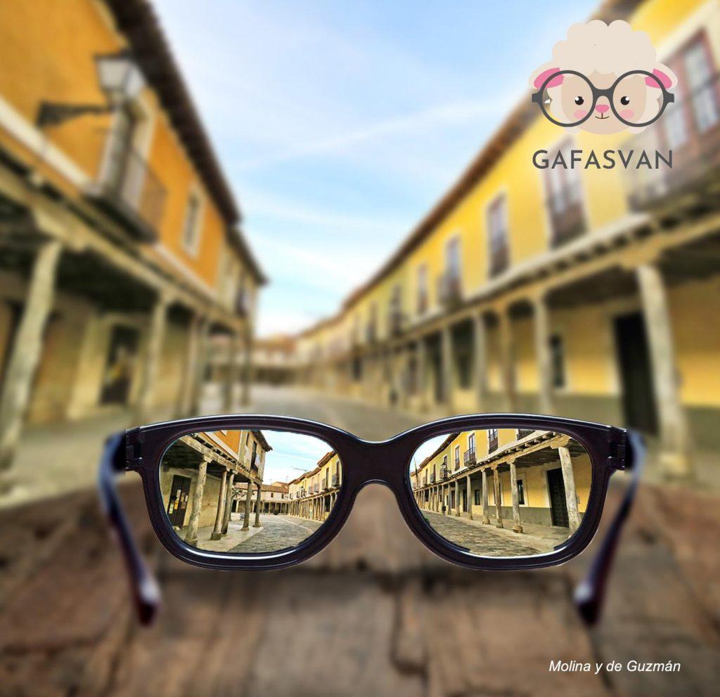 Vivir de un negocio ambulante en el medio rural. El éxito de Gafasvan.com